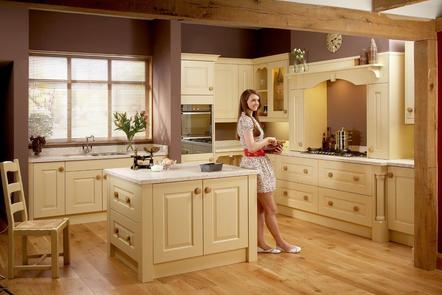 Stamford Buttermilk | Raised Panel Painted Oak Kitchen